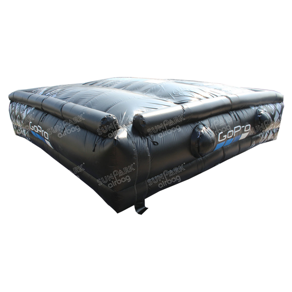 Airbag Jump Snowboard (2)
