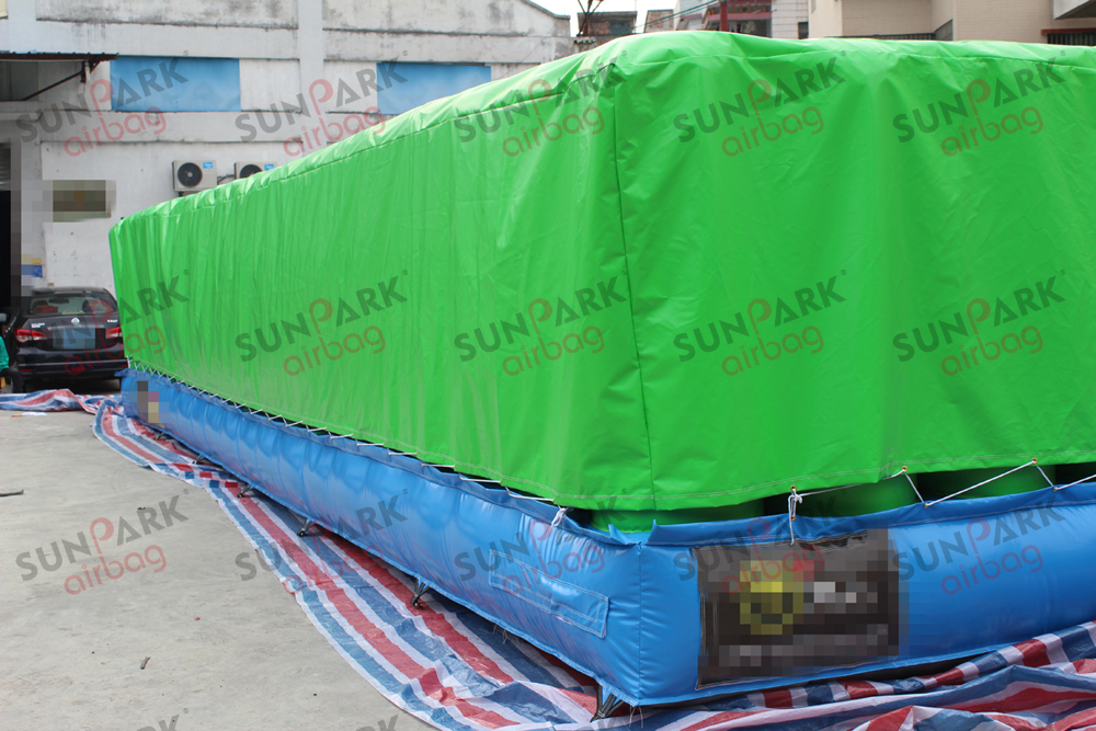 inflatable jump air bag (6)